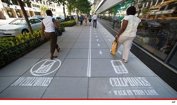 0722-cellphones-lanes-ap-4.jpg