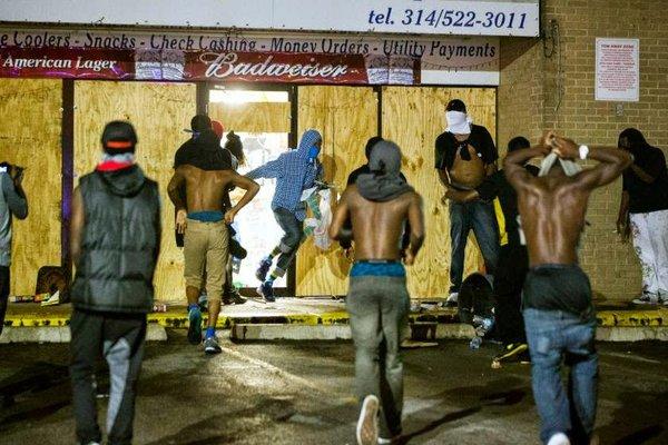 rioters-looting-ferguson.jpg