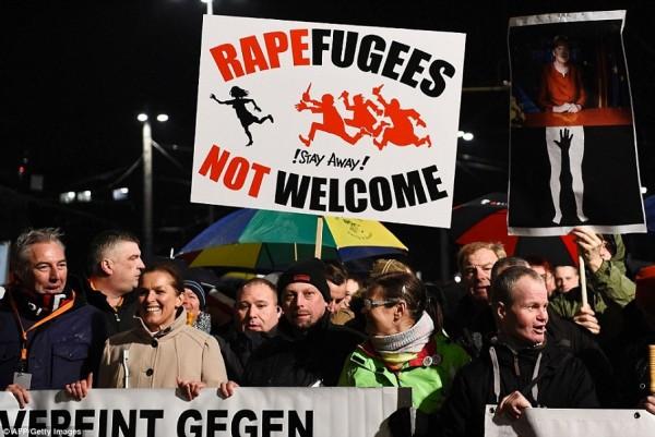 300E127600000578-3394896-Protestors_from_the_PEGIDA_movement_Patriotic_Europeans_Against_-a-15_1452560720093.jpg