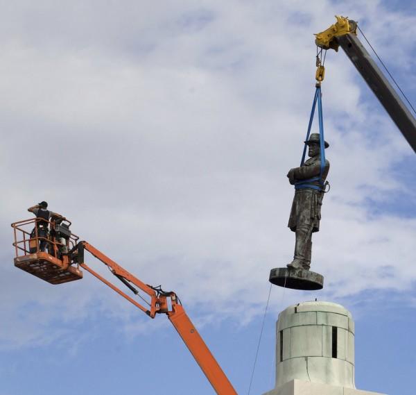 Lee-statue.jpg