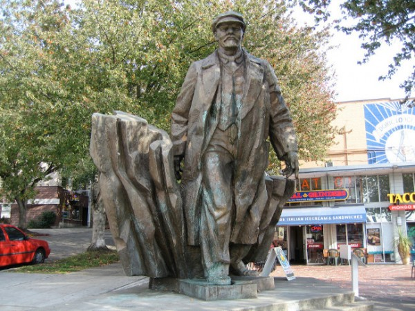 Lenin statue in Seattle.jpg