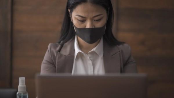 Businesswoman using computer.jpg